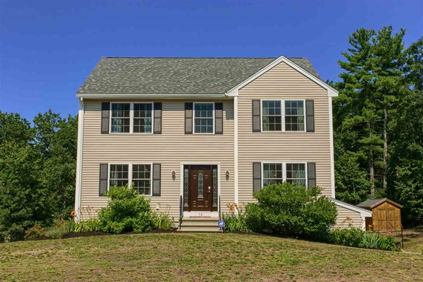 Colonial, Single Family - Sandown, NH (photo 1)