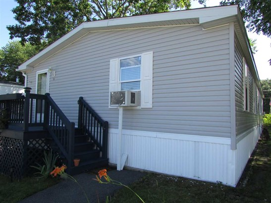 Double Wide, Single Family - Derry, NH (photo 3)