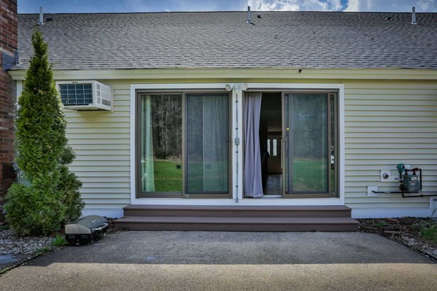 Contemporary,Townhouse, Condo - Londonderry, NH (photo 2)