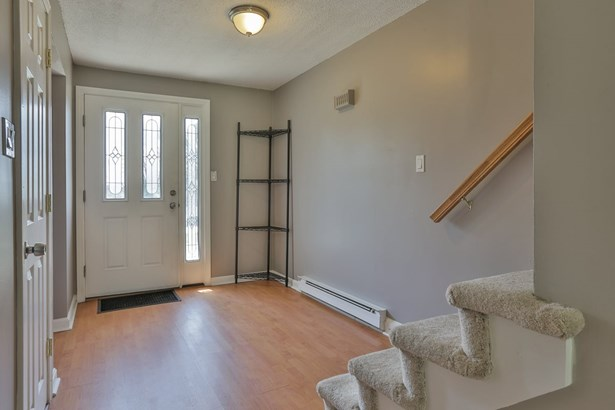 Contemporary,Townhouse, Condo - Londonderry, NH (photo 4)