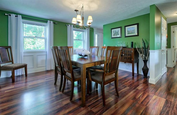 Colonial, Single Family - Manchester, NH (photo 4)