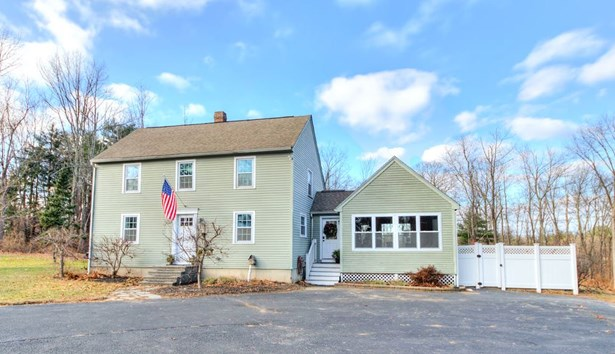 Colonial, Single Family - Derry, NH