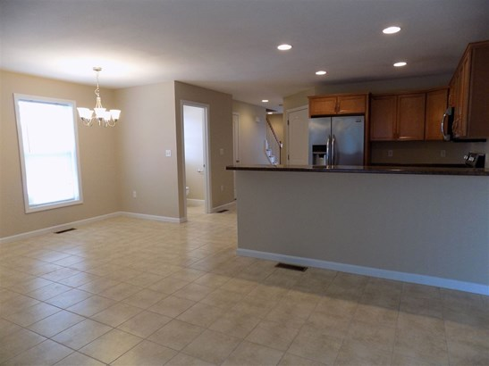 Townhouse, Condo - Manchester, NH (photo 2)