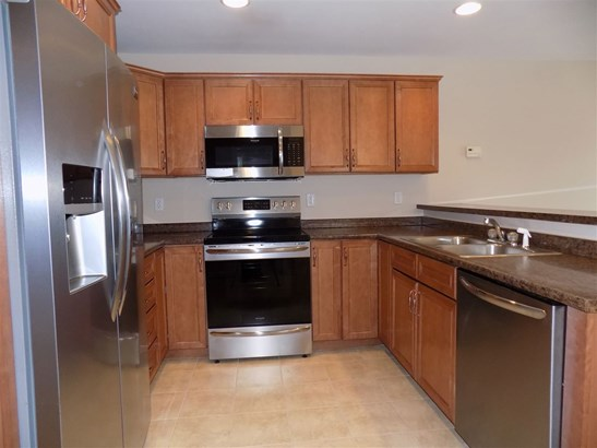 Townhouse, Condo - Manchester, NH (photo 3)