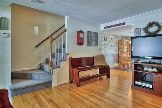 Townhouse, Condo - Londonderry, NH (photo 3)