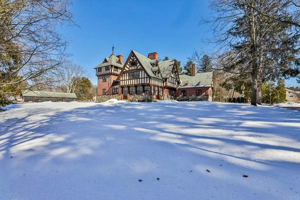 Tudor, Condo - Salem, NH