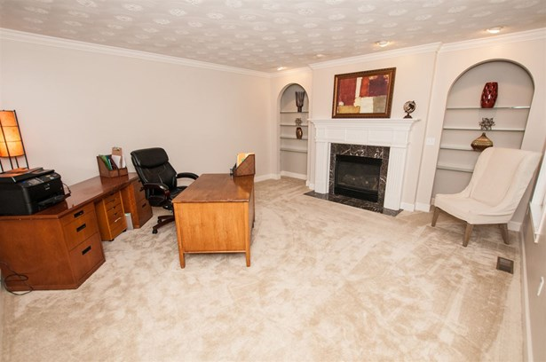 Colonial, Single Family - Windham, NH (photo 4)