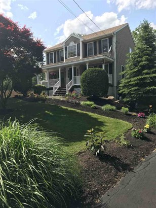 Colonial, Single Family - Danville, NH
