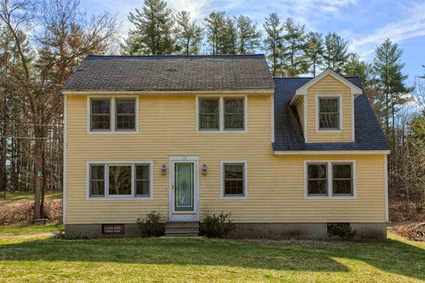 Colonial, Single Family - Londonderry, NH (photo 2)