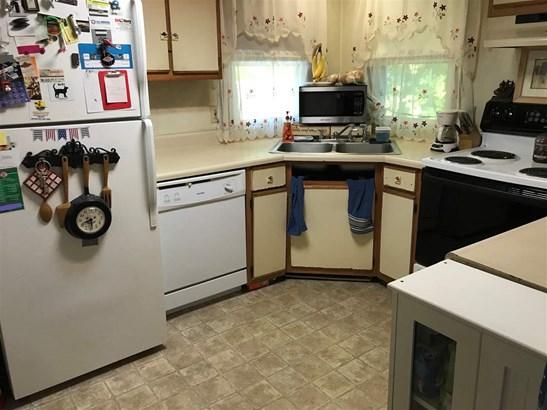 Mobile Home, Manuf/Mobile - Pelham, NH (photo 2)