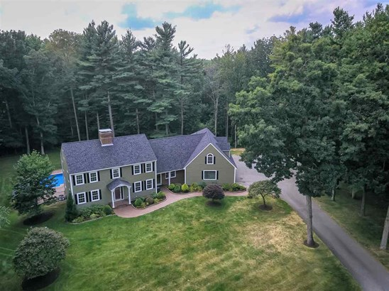 Colonial, Single Family - Plaistow, NH (photo 1)