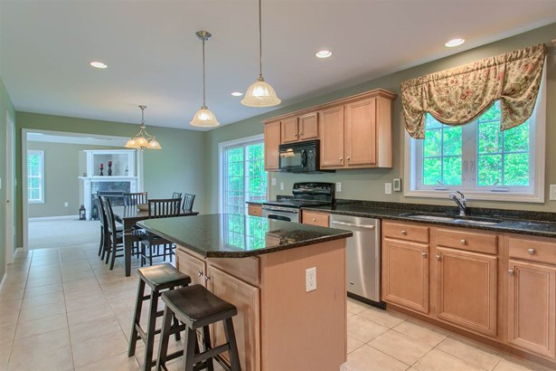 Colonial, Single Family - Windham, NH (photo 5)