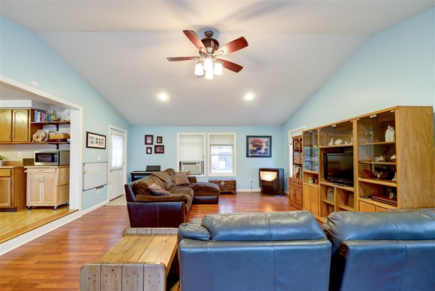 Condex, Single Family - Derry, NH (photo 2)