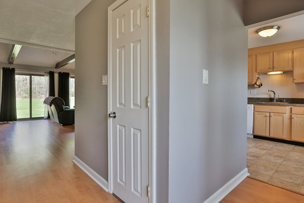 Contemporary,Townhouse, Condo - Londonderry, NH (photo 5)