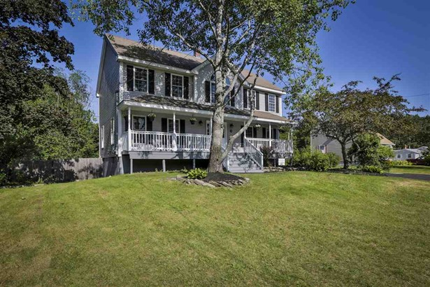Colonial, Single Family - Salem, NH (photo 2)