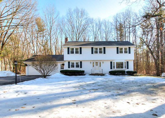 Colonial, Single Family - Hudson, NH (photo 1)