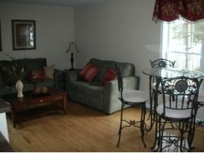 Townhouse, Condo - Manchester, NH (photo 4)