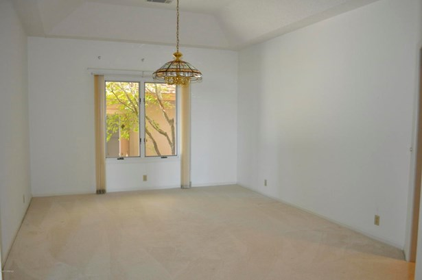 Single Family - Bi-Level/Split,Ranch w/Bonus Room Over Garage (photo 5)