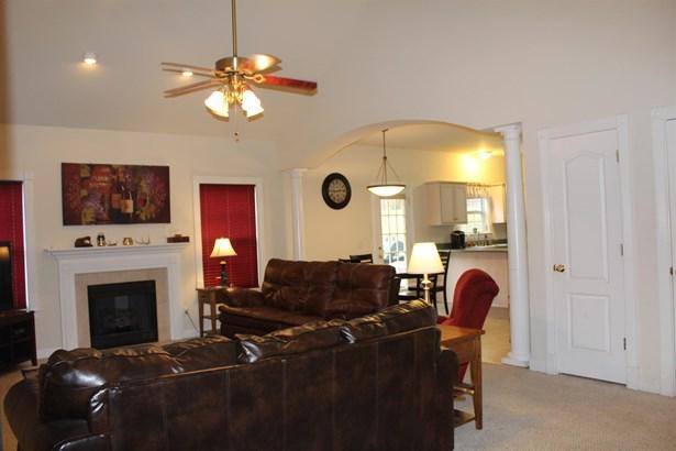 Residential/Single Family - Burns, TN (photo 4)