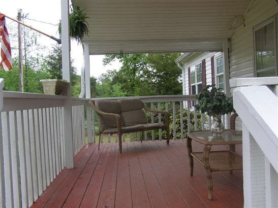 Residential/Single Family - Michie, TN (photo 4)