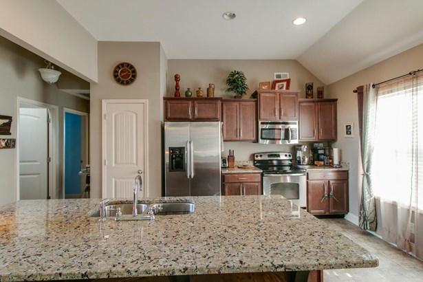 Residential/Single Family - Clarksville, TN (photo 3)