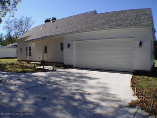 Residential/Single Family - Senatobia, MS (photo 2)