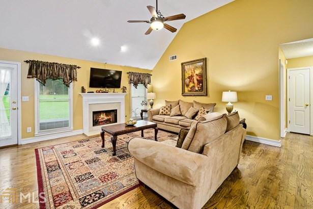 Residential/Single Family - Stockbridge, GA (photo 4)