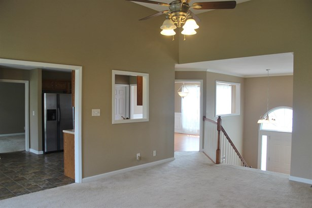 Residential/Single Family - Clarksville, TN (photo 4)