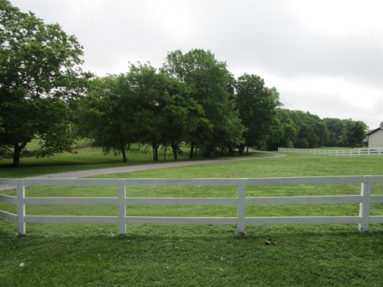 Residential/Single Family - Bethpage, TN (photo 2)