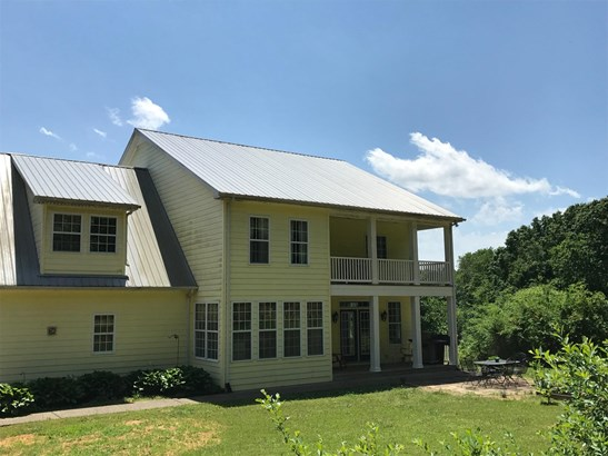 Residential/Single Family - Bon Aqua, TN (photo 4)