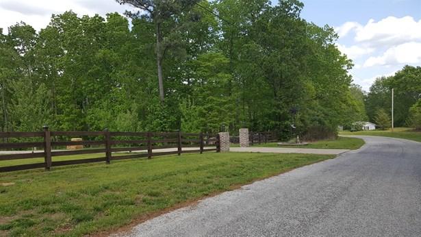 Residential/Single Family - Lobelville, TN (photo 3)
