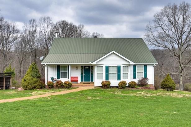 Residential/Single Family - Bon Aqua, TN (photo 1)