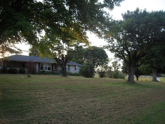 Residential/Single Family - Red Boiling Springs, TN (photo 2)