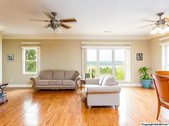 Residential/Single Family - GUNTERSVILLE, AL (photo 2)