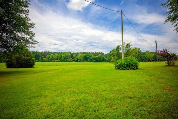 Residential/Single Family - Wildersville, TN (photo 2)