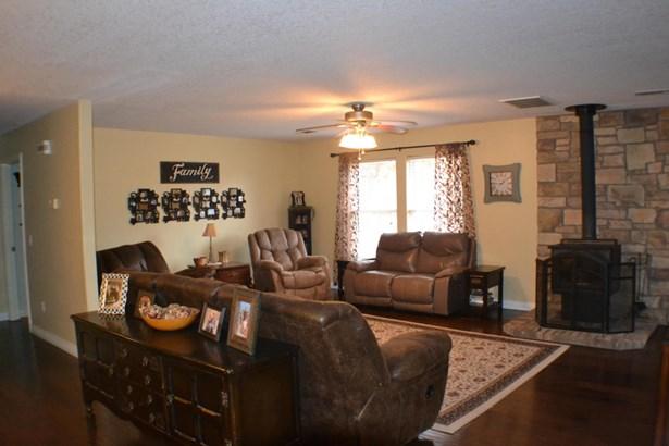 Residential/Single Family - Gentry, AR (photo 4)