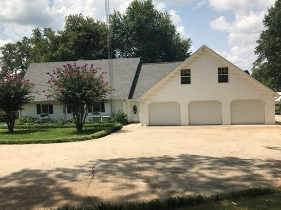 Residential/Single Family - Muscle Shoals, AL (photo 1)