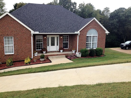 Residential/Single Family - Pleasant View, TN