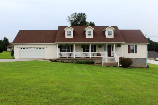 Residential/Single Family - Bon Aqua, TN (photo 1)