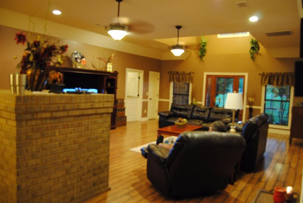 Residential/Single Family - Saltillo, MS (photo 4)