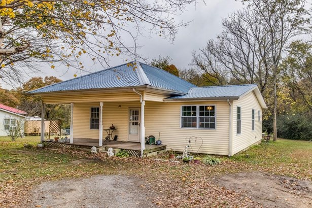 Residential/Single Family - Lyles, TN (photo 2)