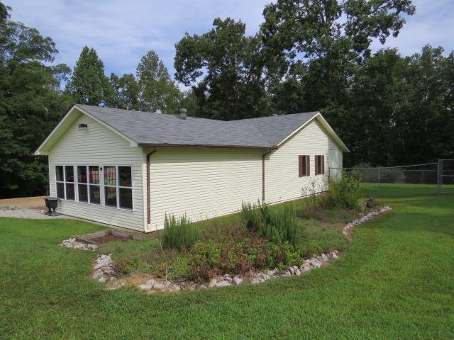 Residential/Single Family - Waynesboro, TN (photo 2)