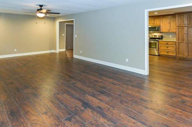 Residential/Single Family - ELKMONT, AL (photo 4)
