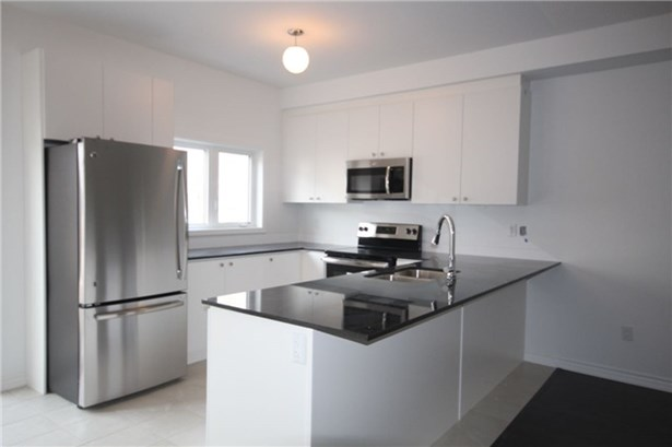 10 Prospect Way 79, Whitby, ON - CAN (photo 4)