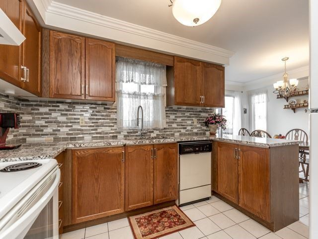 19 Gowan Dr, Whitby, ON - CAN (photo 4)