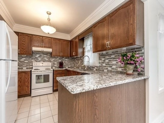 19 Gowan Dr, Whitby, ON - CAN (photo 5)
