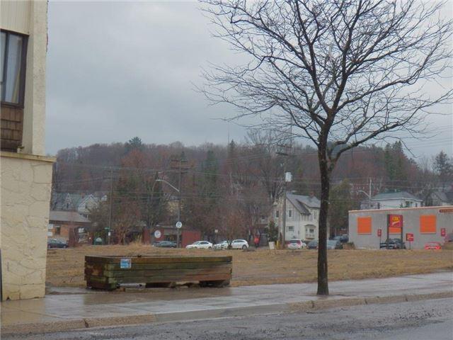 4 Centre St S, Huntsville, ON - CAN (photo 1)