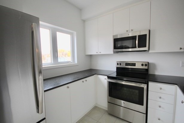 1010 Prospect Way 10, Whitby, ON - CAN (photo 4)