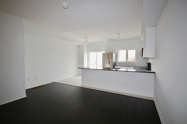 1010 Prospect Way 10, Whitby, ON - CAN (photo 5)