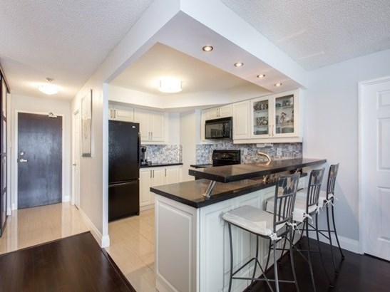 7300 Yonge St 1612, Vaughan, ON - CAN (photo 3)